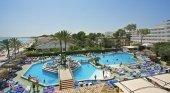 Turistas disfrutando en hotel de Mallorca