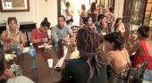 Turistas españoles en el consulado en La Habana